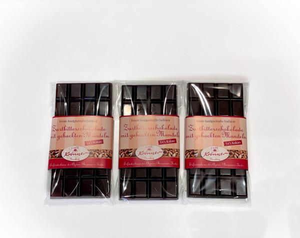 Zartbitterschokolade mit gehackten Mandeln